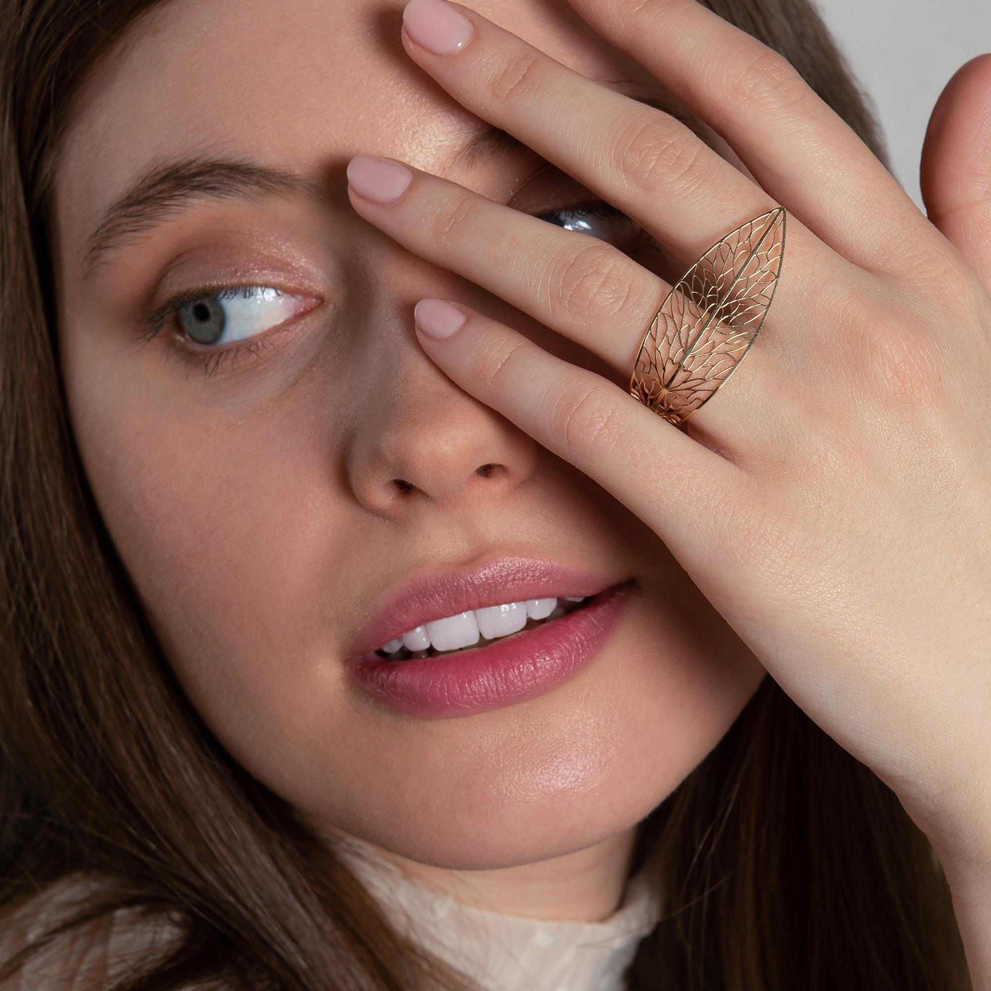 Fată cu inel din aur Nature